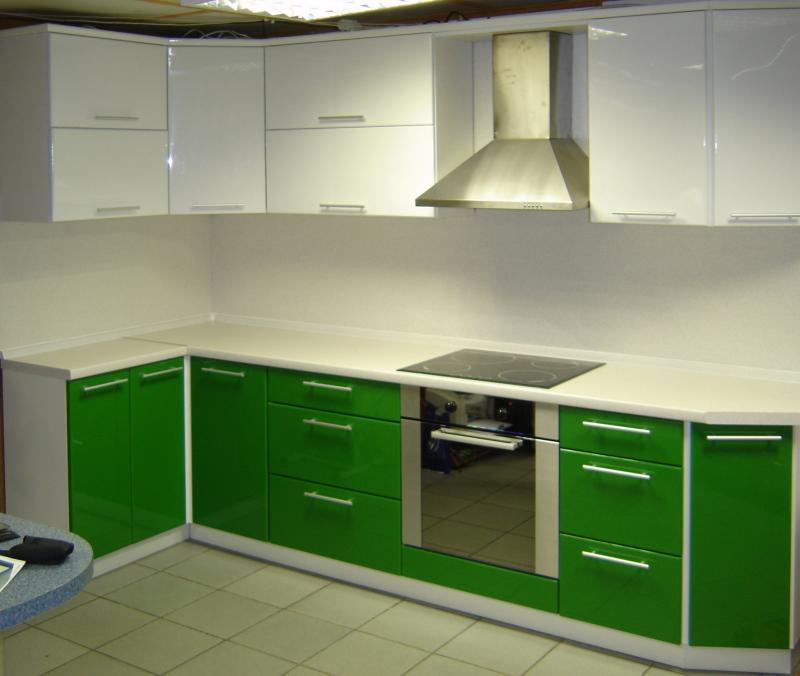 Дизайн кухни зеленый цвет 102