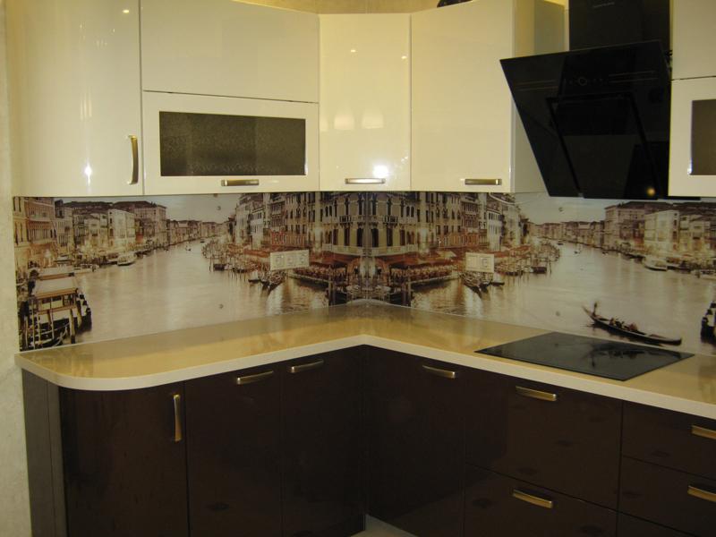 Кухни бежевые и коричневые фото с фартуком